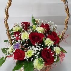 Корзина с цветами «Прекрасные мгновения»