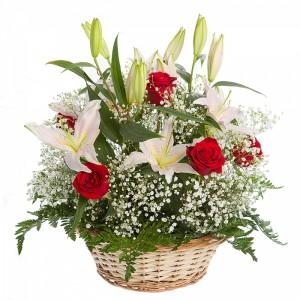 Цветы в корзине «Идеальное поздравление»