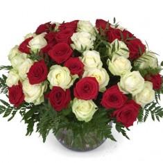 41 роза в корзине «Поцелуй»