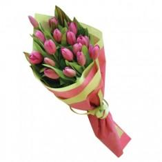 Букет из малиновых тюльпанов «Поздравление»