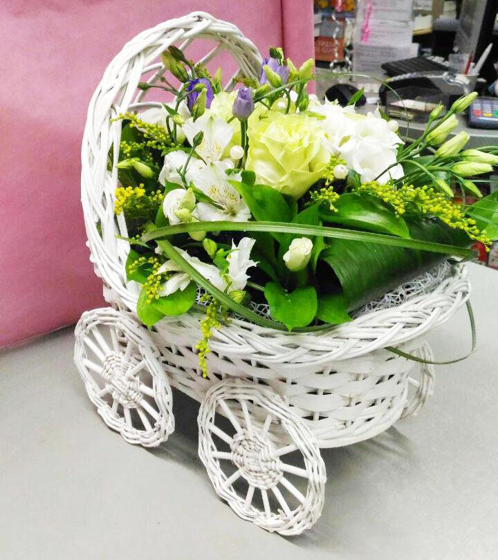 Букет для выписки из роддома в виде коляски