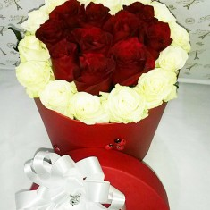 Цветы в шляпной коробке «Страстное сердце»