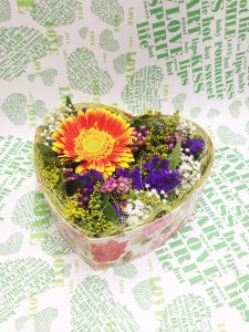 Цветочная композиция в коробке в виде сердца №2