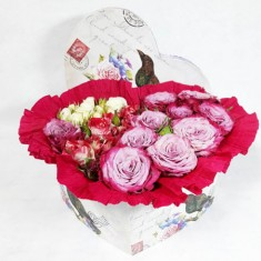 Цветочная композиция в коробке диаметр 23