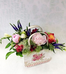 Цветочная композиция кашпо сумочка