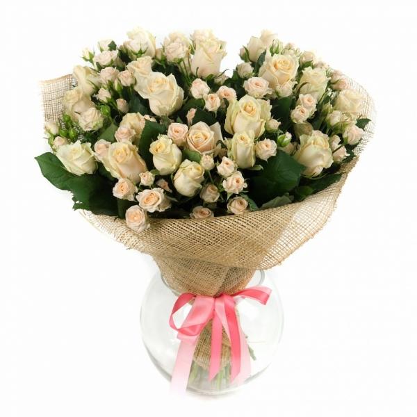 Букеты из кустовой розы и розы