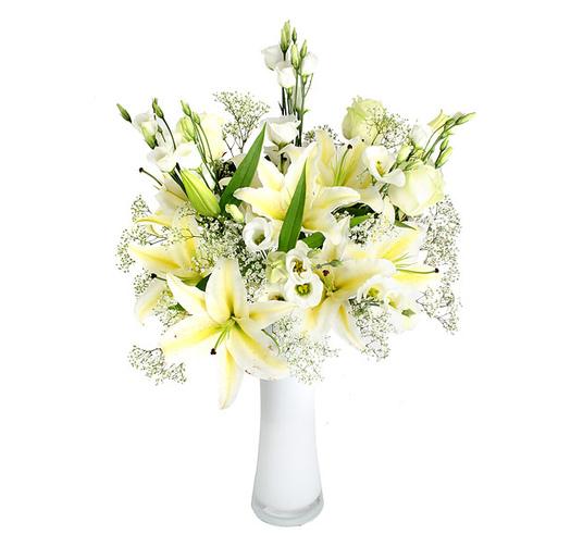 Фрезия, букет из ветки лилии