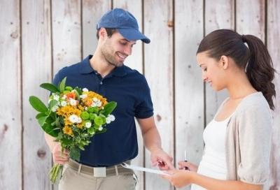 Особенности и преимущества доставки цветов в Москве